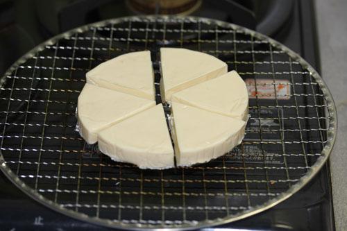 6Pチーズを土鍋で燻製