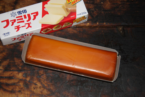 一日寝かせた燻製チーズ