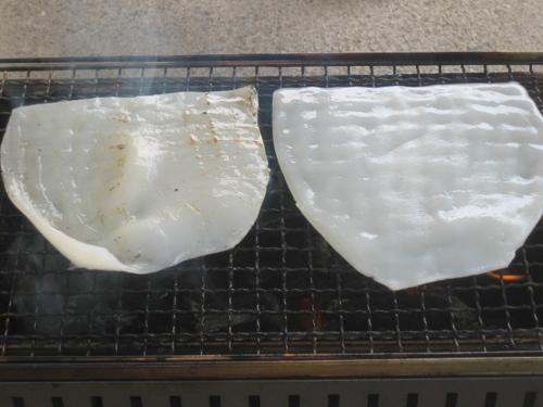 冷凍イカの燻製をBBQコンロで作る
