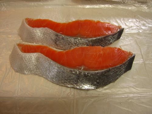 鮭の切り身を燻製