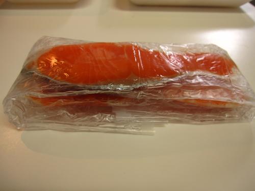 鮭はピチットシートで水気をとる