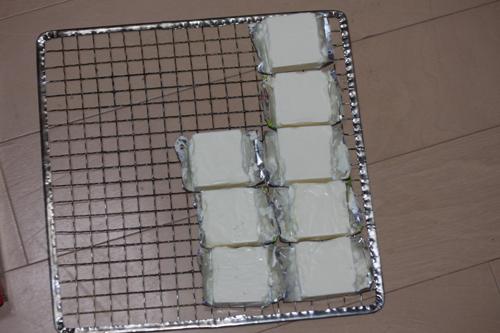 クリームチーズを網にセット